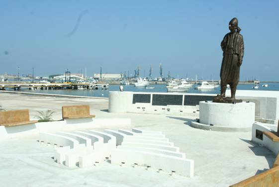 The Lebanese Emigrant monument stands proud in the idyllic port of Veracruz, a popular landing point for Lebanese entering Mexico.